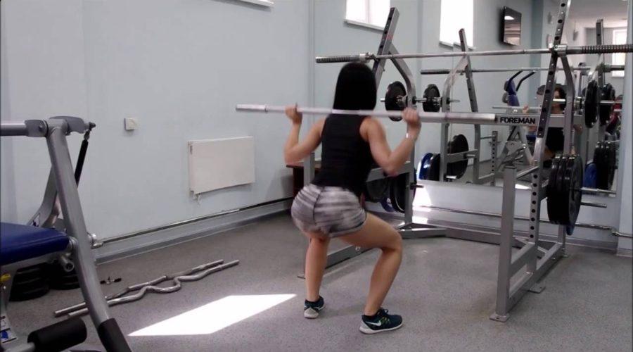 приседание для женщин польза, техника, варианты исполнения