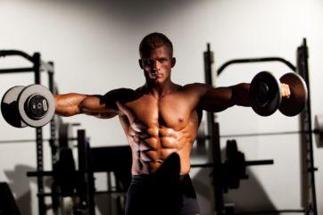 Как делать махи гантелями в стороны и не повредить плечи