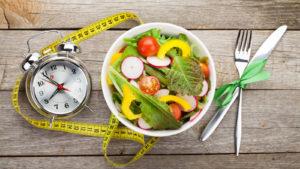 периодическое (интервальное) против традиционной диеты
