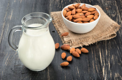 напитки для спорта и здоровья - миндальное молоко